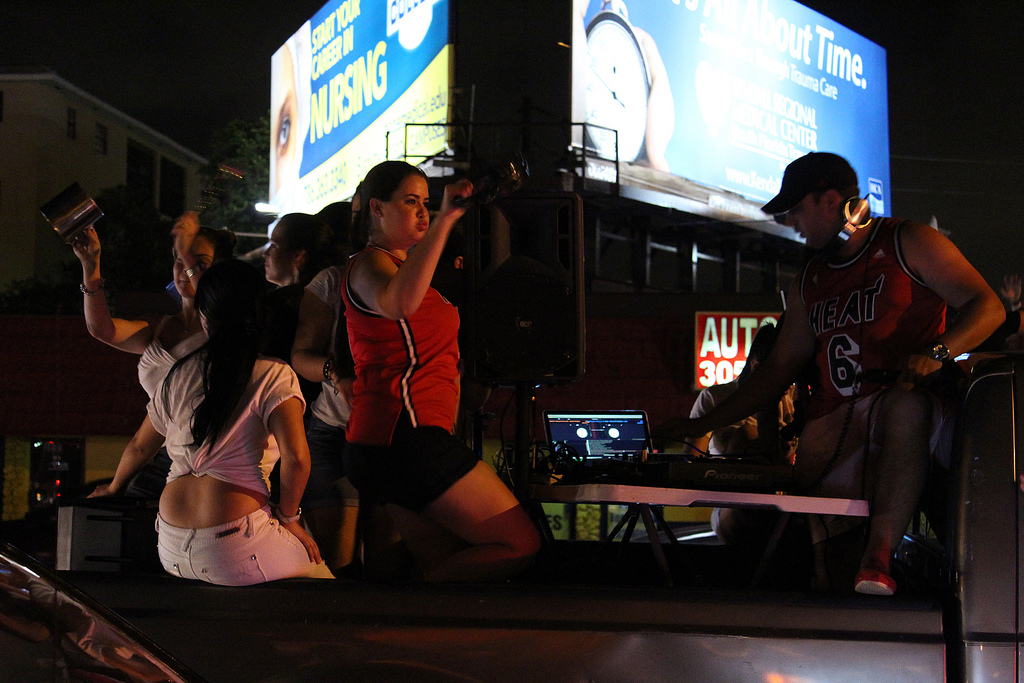 miami heat fans dance on cars after nba win