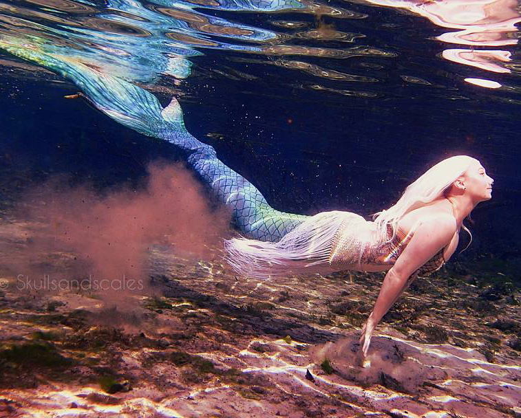 Mermaid swimming in Florida Spring